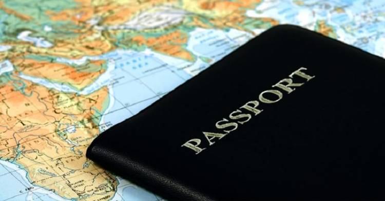 Знайшла в коробці з документами закордонний паспорт на свого чоловіка і якоїсь юної дівчини зі свіжими візами в …
