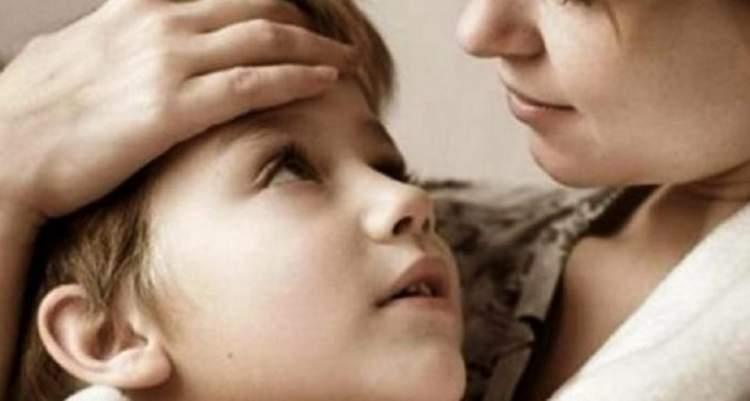 Мати виховує сина, одна, без чоловіка, розлучилася, коли синові й року не було
