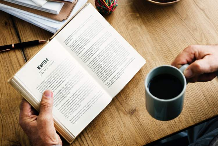 Читання книг допоможе вам виробити 7 корисних звичок