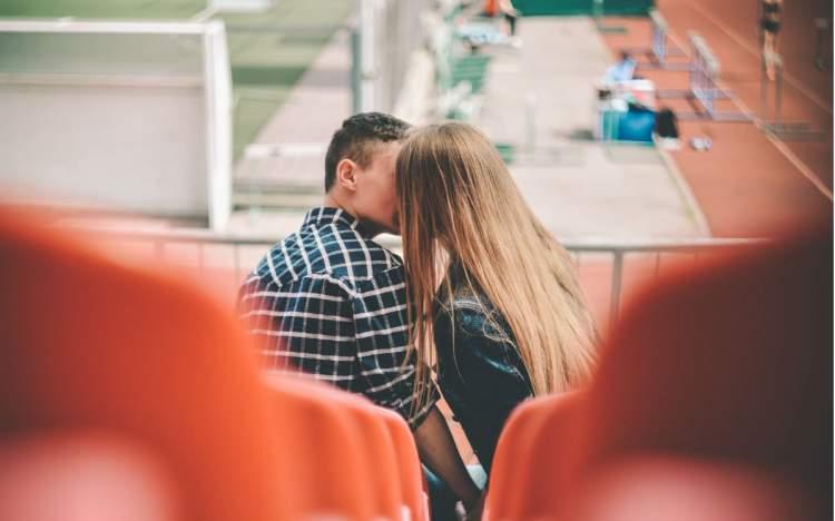 Ось чому щасливі пари не виставляють свої стосунки напоказ в соцмережах