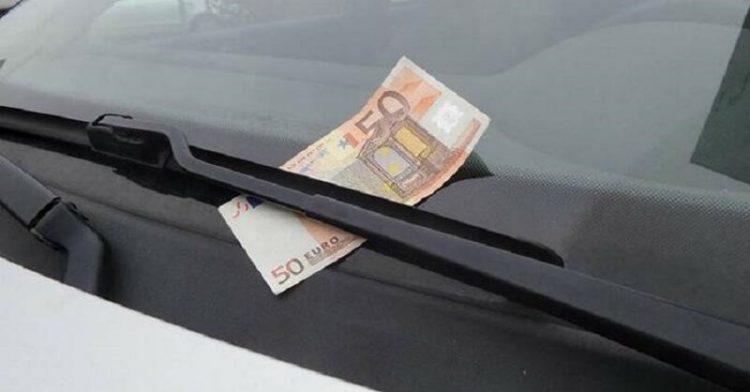 Якщо ви раптом побачили ЦЕ на лобовому склі своєї машини, негайно сідайте і їдьте!