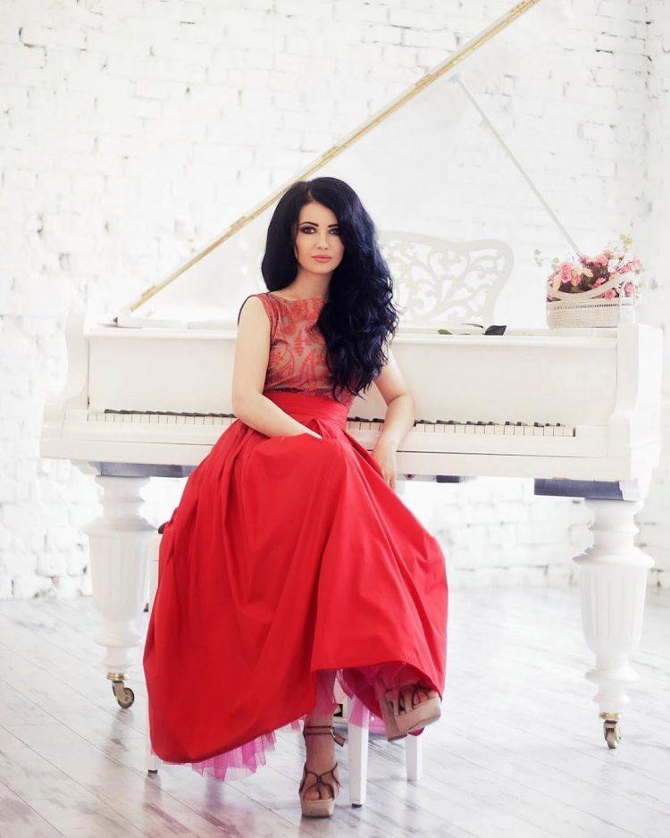 Відома українська співачка показала молодого красеня-коханця