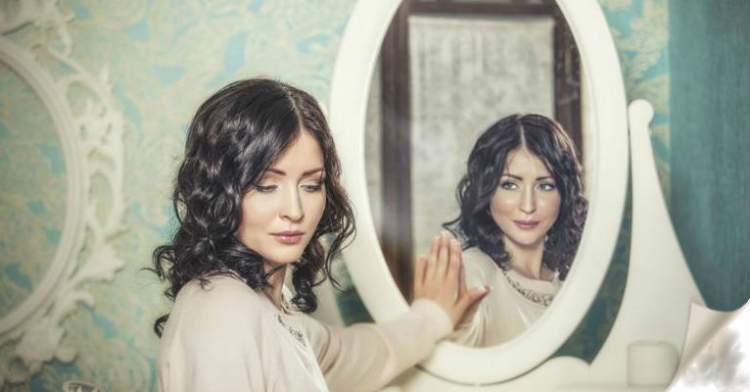 Дзеркальні таємниці: що КАТЕГОРИЧНО не можна робити перед дзеркалом?