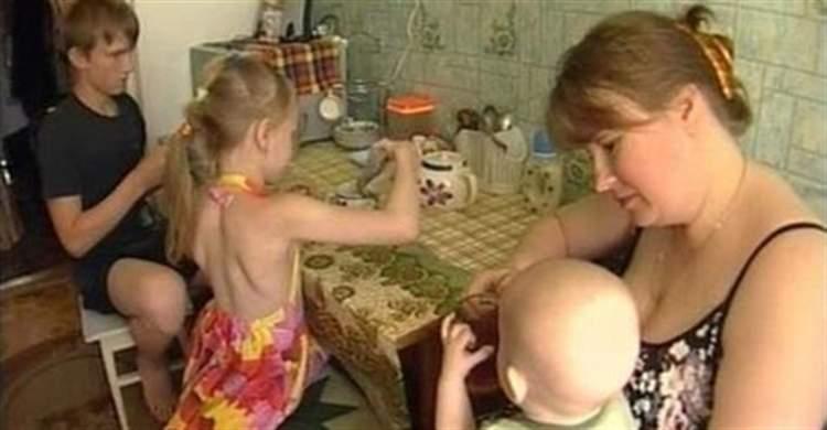 Чому я повинна матеріально допомагати дурній бабі, яка розмножуватися навчилася, а заробляти на своїх дітей не навчилася?