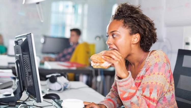 Офісним працівникам: 5 типових помилок в харчуванні