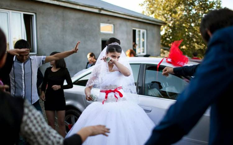 Реальна дійсність: як живуть неповнолітні наречені в Грузії