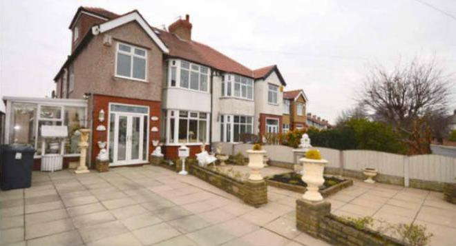 Сім'я не може продати на вигляд звичайний будинок, за пів ціни