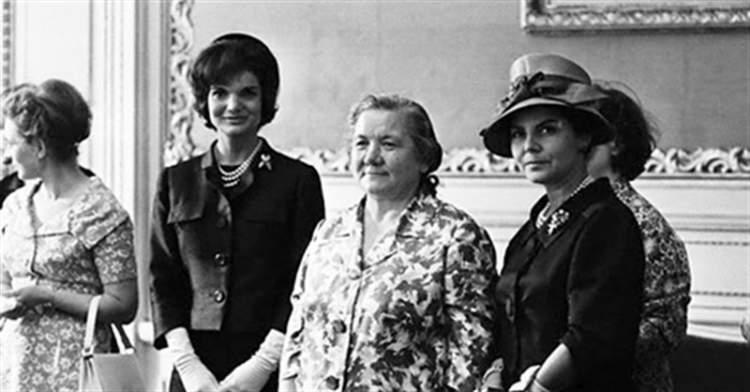 Від Хрущової до Путіної: як виглядали і одягалися Перші Леді нашої країни
