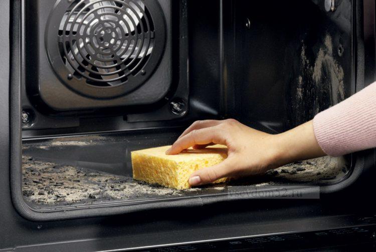 Спосіб, який допоможе очистити духовку до блиску