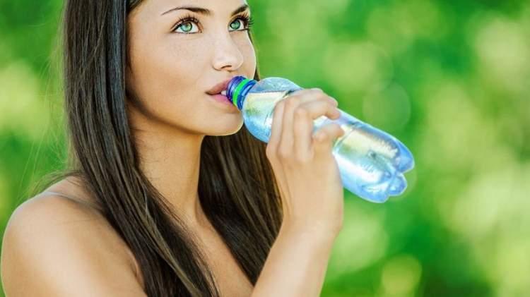 Все ще вважаєш, що чим більше води ти п'єш, тим краще? Ось до чого може призвести це правило …