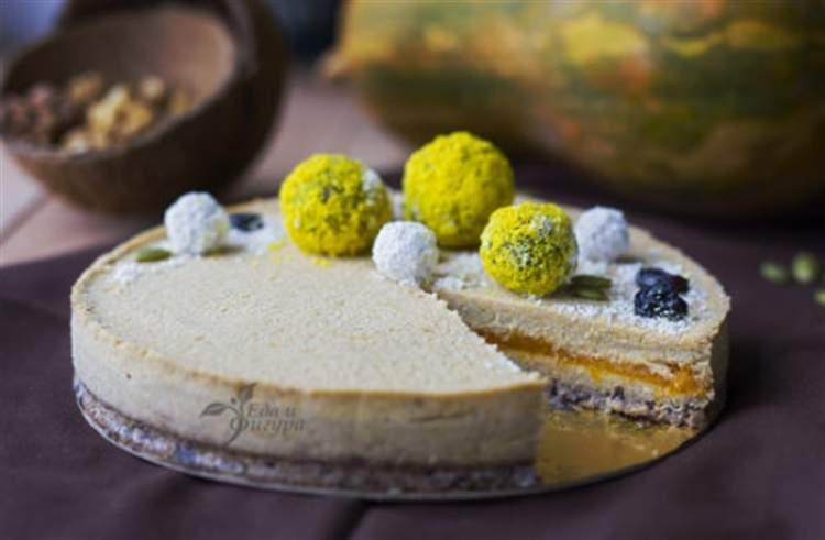 Корисний торт з горіхами, насінням, сухофруктами і гарбузом без випічки