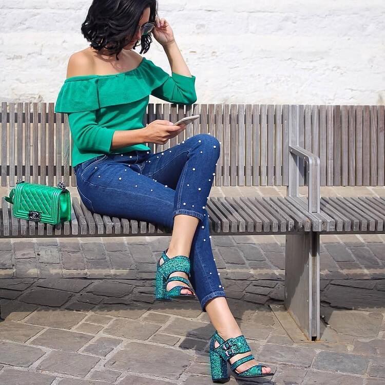 Жіночі джинси 2018  як і з чим зараз модно носити різні моделі d712564dc6282