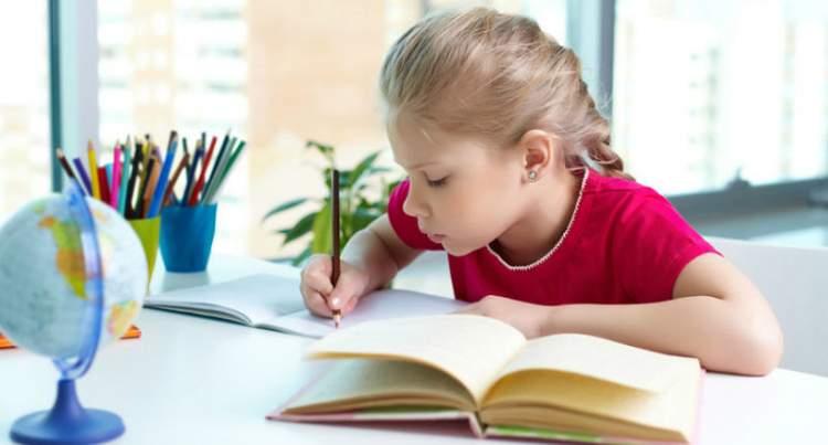 Поради для батьків: знання дитини виростуть якщо не робити з нею уроки