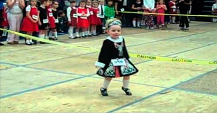 Божевільна енергія ірландського танцю у виконанні 3-річної дівчинки