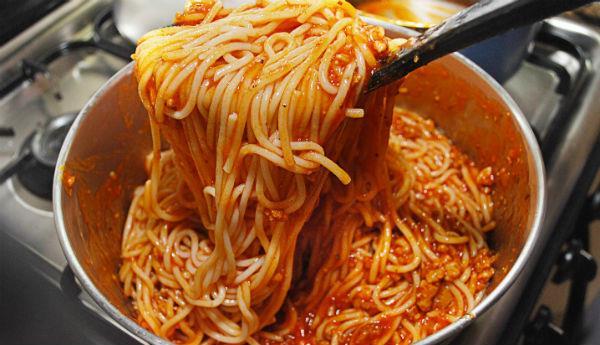 Три рецепта надзвичайно смачної підливи до макаронів і спагеті